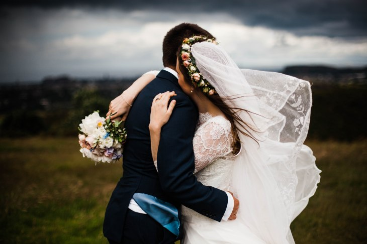 windy edinburgh bride and groom braid hills