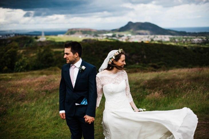 windy edinburgh wedding couple braid hills edinburgh